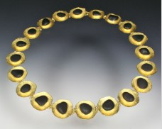Disc necklace with basalt