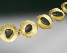 Disc bracelet with basalt