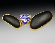 Basalt brooch with tanzanite