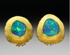 Disc earrings with opals