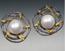Round twig earrings with pearl