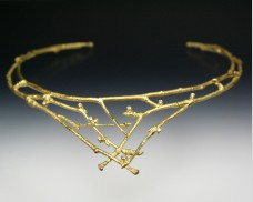 V-shaped twig collar