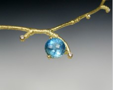 Twig necklace with aquamarine