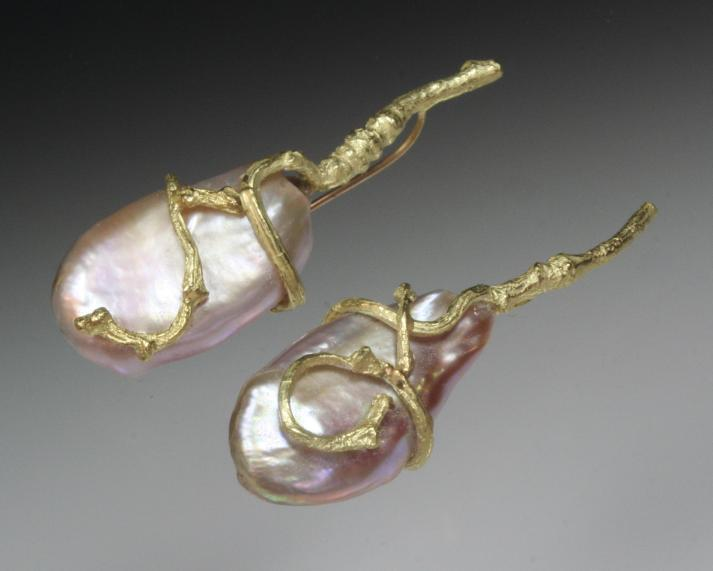 Drop earrings with FW pearl