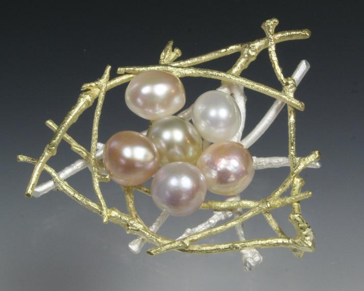 Twig nest with pearls