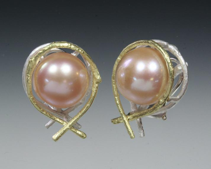 Pearl and twig earring