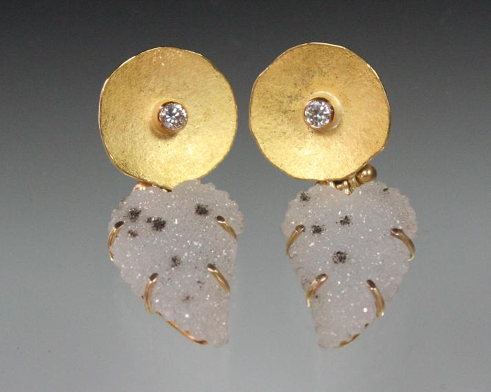 Disc earring with druzy leaf